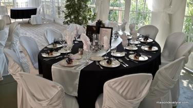 Table ovale de 10 à 12 personnes
