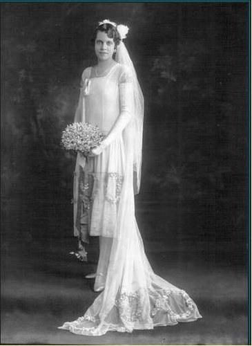 origine de l'histoire: La robe de mariée  Maison d Evelyne