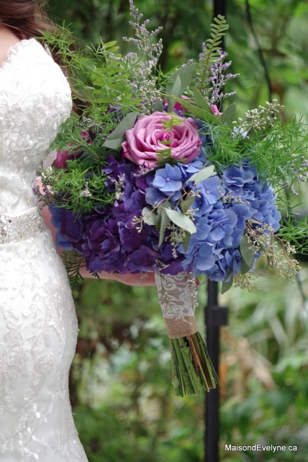 Bouquet d'hortensia de couleurs, roses et feuillages
